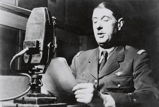 De Gaulle au micro à Londres, ce qui lui vallu le surnom peu fatteur pour un militaire, de «général micro»
