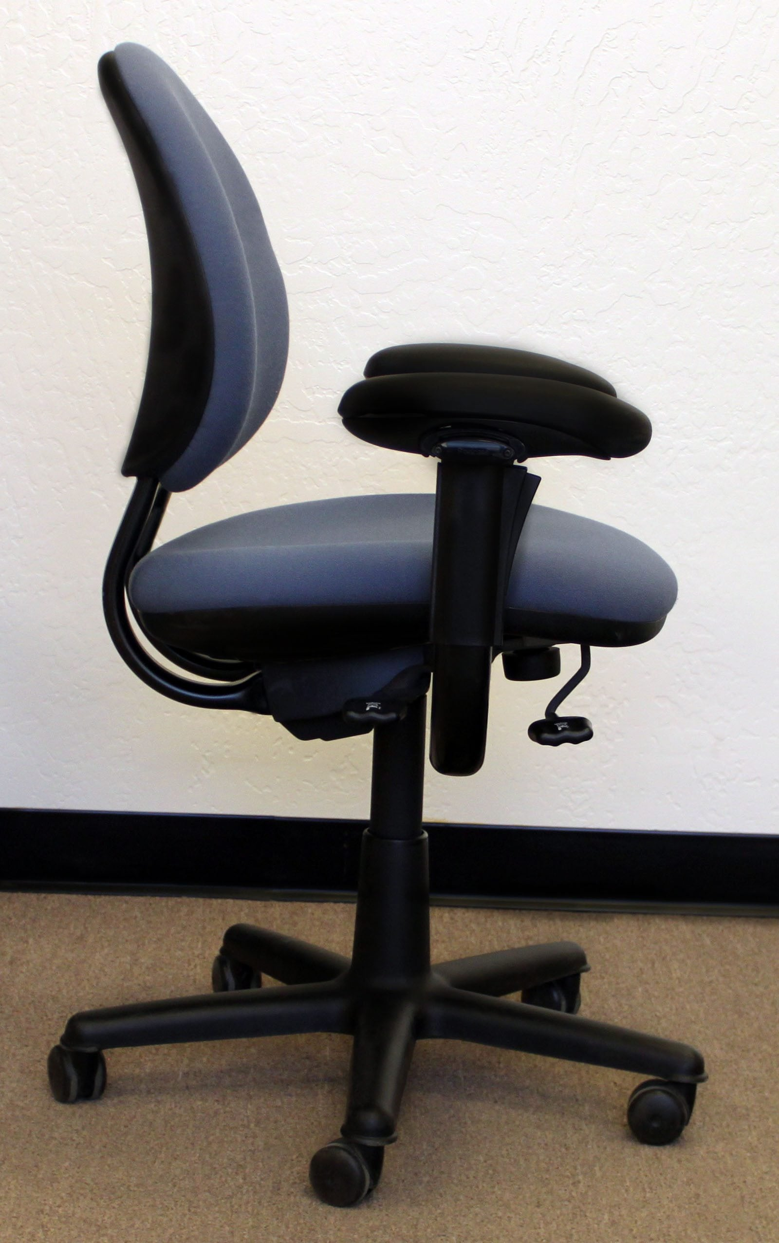 Steelcase Criterion Used Mid Back Series Task Chair Light