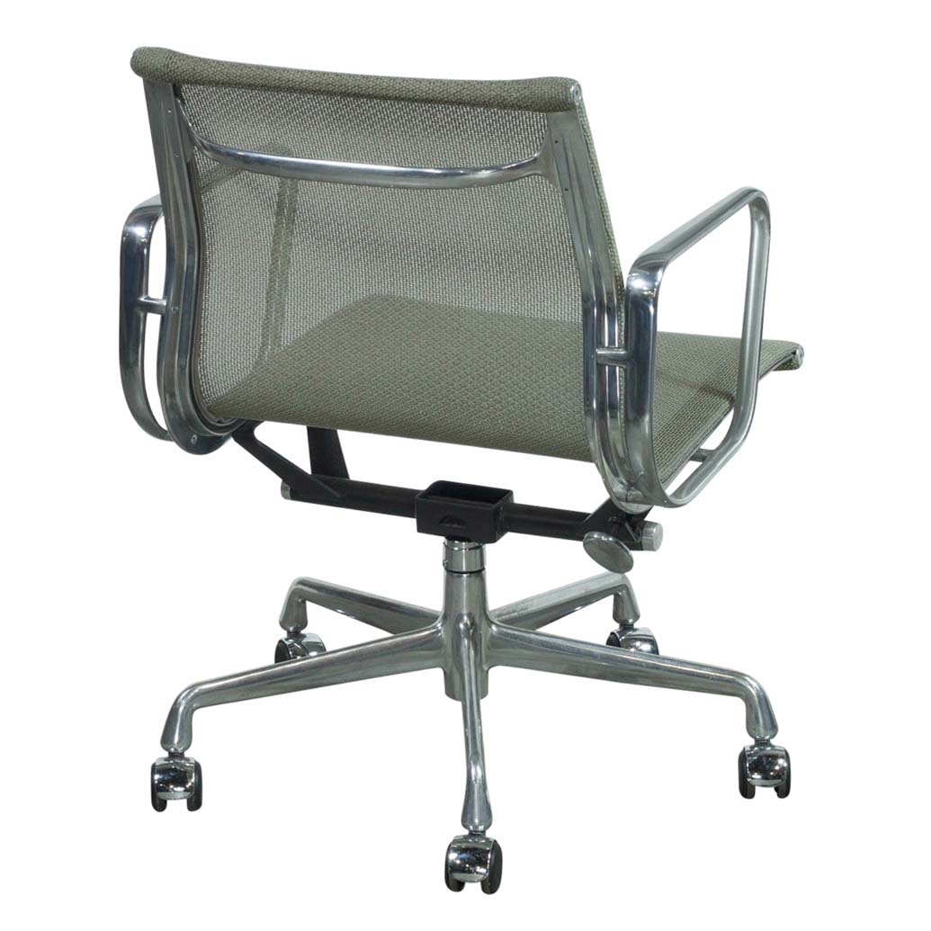 eames aluminum group management chair rattan 2 chairs and table set herman miller used mesh