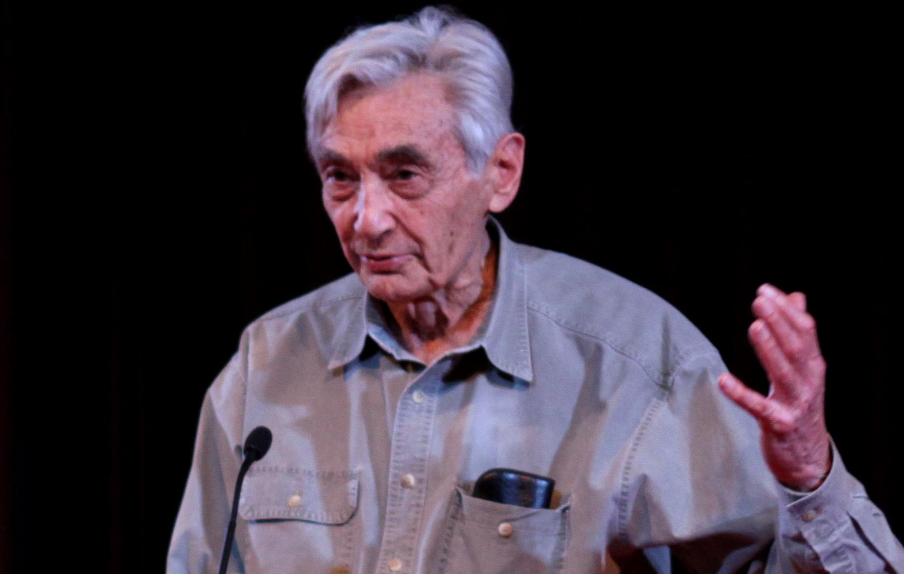 By Howard_Zinn_at_lectern.jpg: Jim from Stevens Point, WI, USA derivative work: Gobonobo (Howard_Zinn_at_lectern.jpg) [CC BY-SA 2.0 (http://creativecommons.org/licenses/by-sa/2.0)], via Wikimedia Commons