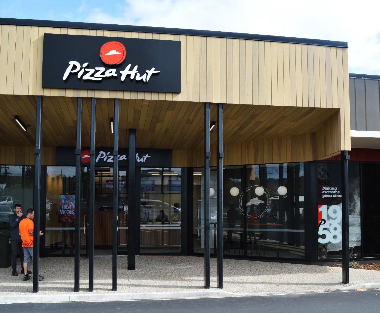 pizza hut fascia 3d letters