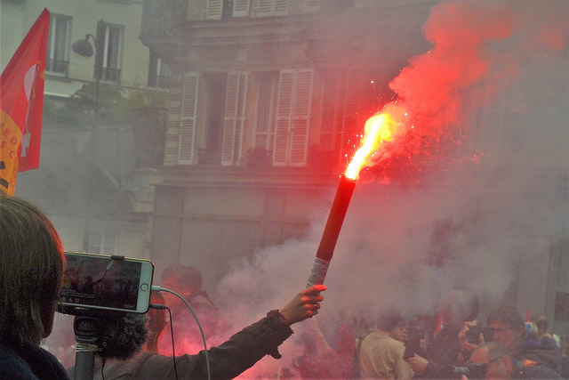 """The """"yellow vest"""" rebellion continues in France, 89,000 security personnel deployed"""