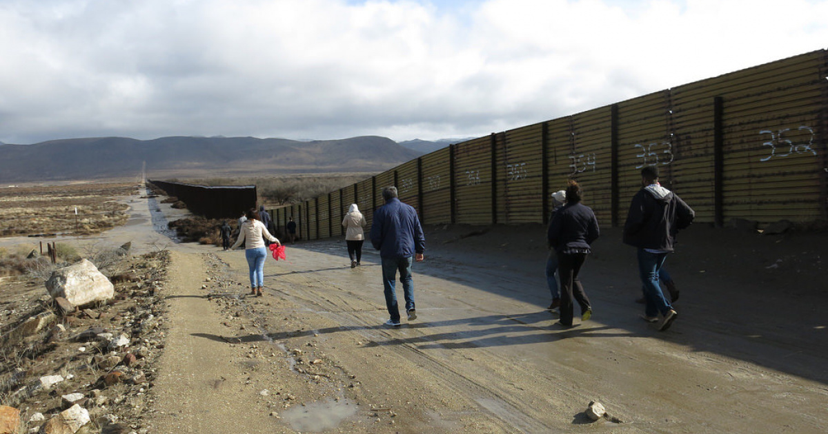 FROM THE BORDER: 24 Immigrants Hop the Border in Tijuana