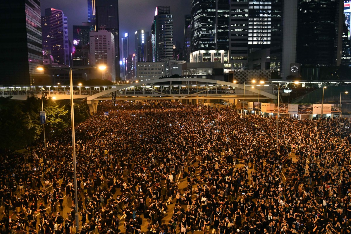 Hong Kong Protesters Clean the Streets 'Spotless' After 2 Million-Strong Demonstration
