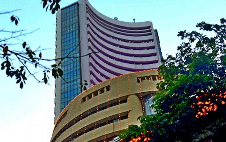The stock market continued to erode, the Sensex fell 937 points today