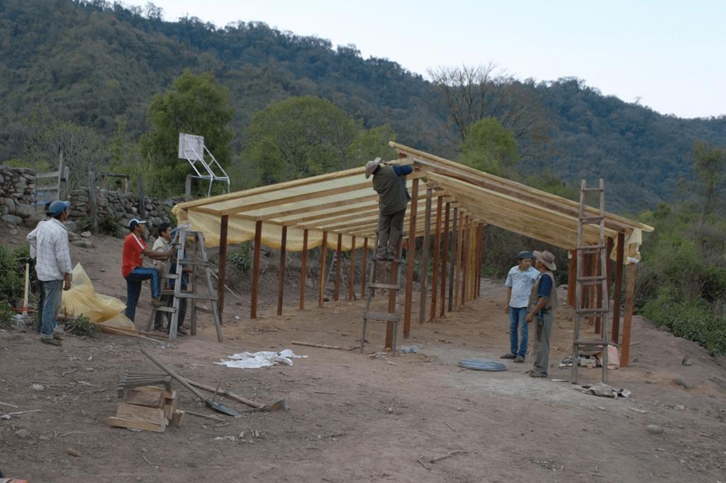 Construcción de invernaderos para la seguridad alimentaria de Tariquía