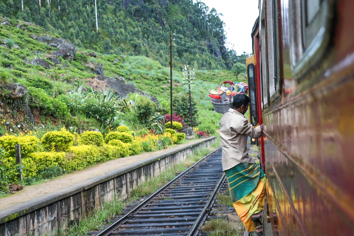Vadai Vendor Train NatnZin