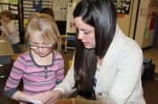 Lydia Rush shares a bucket filler note with a student. ©Natrona County School District
