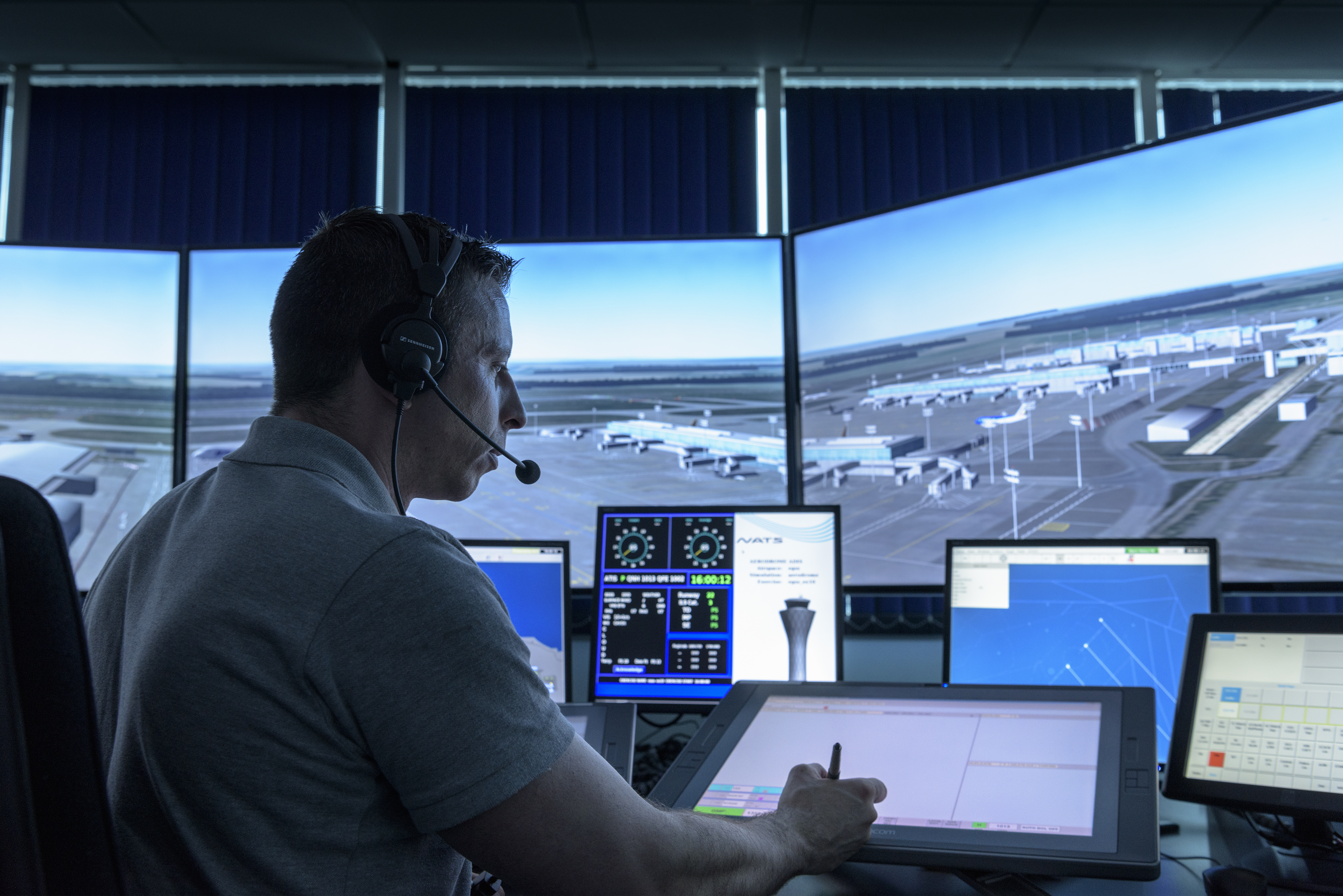 Five qualities every trainee air traffic controller needs  NATS Blog