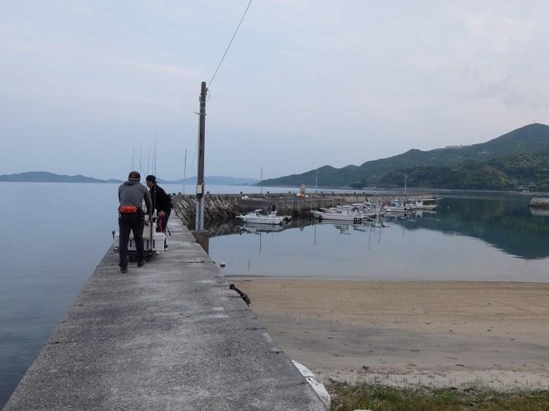 家を出たのが朝4時15分。上関にある港に着いたのが5時45分。出向がちょうど6時。向かう先は平郡島の沖です。