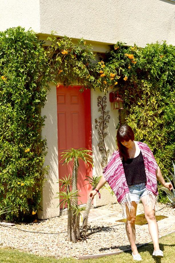 Coachella Outfit - cut off shorts, tank, and kimono // Nattie on the Road