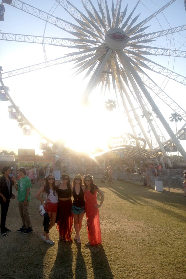 The girls in front of the ferris wheel - Coachella // Nattie on the Road
