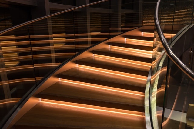 cuved lighted glass staircase