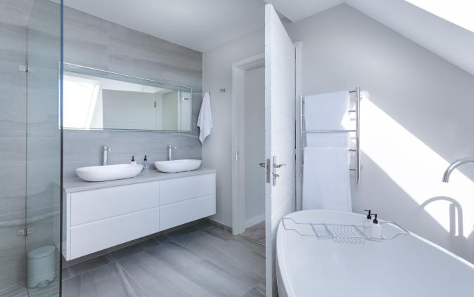 plain finish white washrooom
