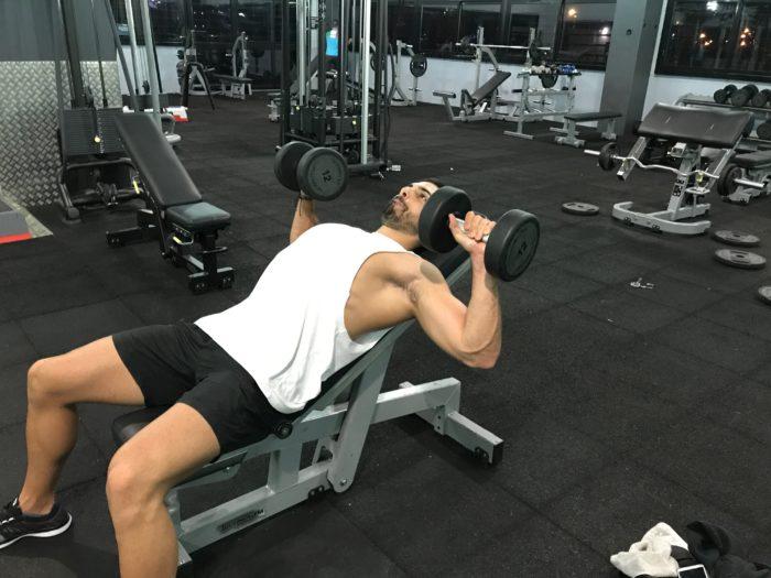 Exercice musculation: Développé incliné haltères