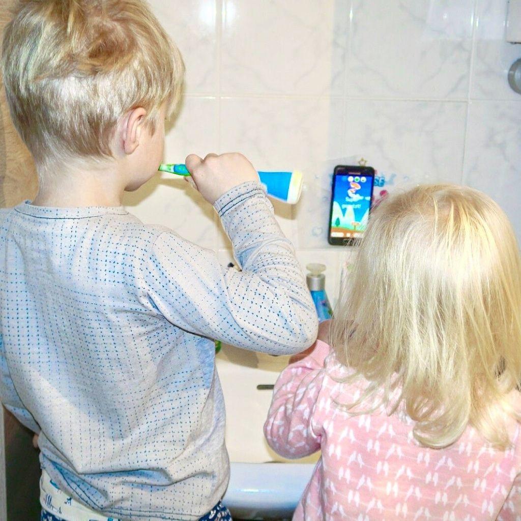 Praktische Geschenkidee für Groß und Klein: Playbrush
