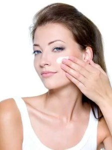Apply Best Face Wash For Dry Skin