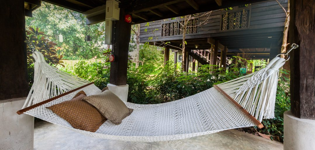 Hammock Sleeping 7 Reasons You Should Ditch Your Bed For a Hammock  NaturalCave