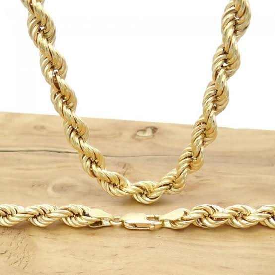 Joias feitas com malha do tipo corda costumam ter preços elevados devido ao trabalho requerido na confecção da corrente
