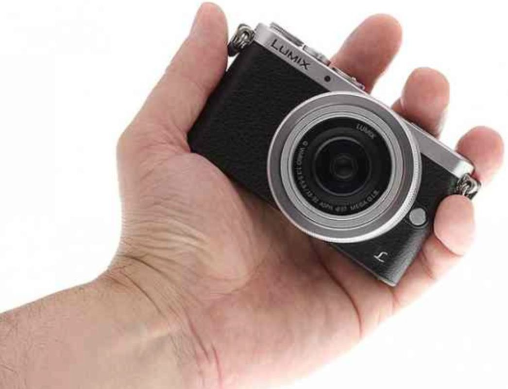 Fits in the palm of your hand with ease. Thanks to www.imaging-resource.com for this photo.