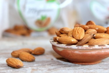 Foods for bone and muscle health: Image of bowl of almonds