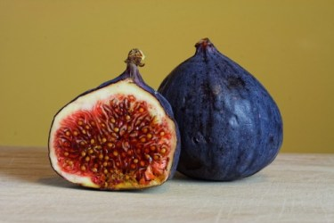 Foods for lung Health: Image of two figs.