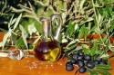 Olive oil heart health: Image of olive oil in a glass container