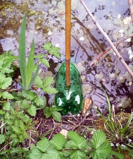 bottle-trap-in-water