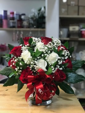 LVRE029- Red and white roses, with baby breath.