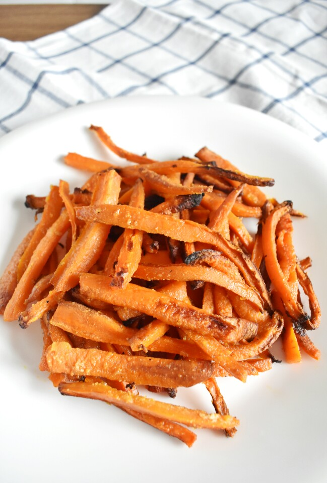 Tiras de zanahoria al horno, una guarnición saludable