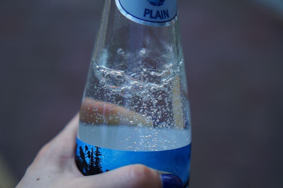 ¿Engordan las bebidas con gas?