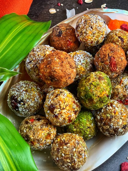 These nutritious, wholesome No-Bake Oats & Nuts Energy Bites are the only snack you'll need for your sweet tooth cravings! Zesty, punchy, and healthy, all rolled into one, these energy bites are a big yes! Try it pre-workout, post-workout, during breakfast, for a snack, or just when you're hungry! With rolled oats, nuts, dates, shredded coconut, and absolutely zero sugar, you can't get any better than this.