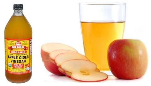 Apply Apple Cider Vinegar to remove shoulder acne