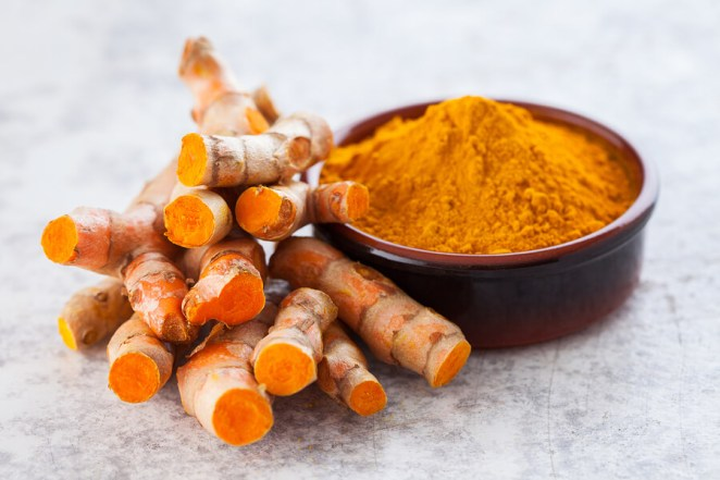 Turmeric-powder-and-fresh-turmeric