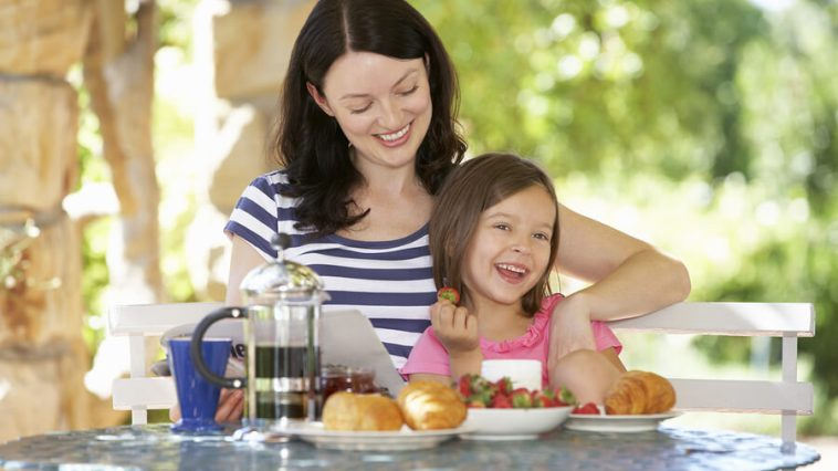 Healthy living mom daughter food