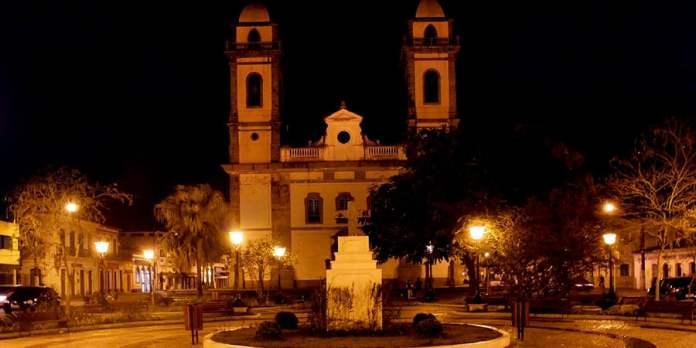 Sair a noite em Iguape foto