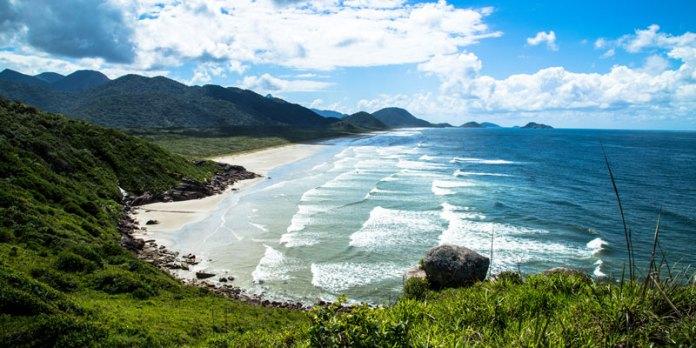 Ilha do Cardoso - Praia da Laje - Passeio saindo de Cananéia foto