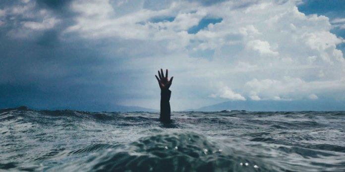 Segurança na praia - Como ajudar alguém que está se afogando foto
