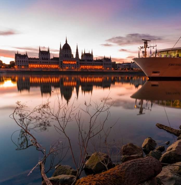 Passeio de Cruzeiro / Barco pelo rio Danúbio - Budapeste foto