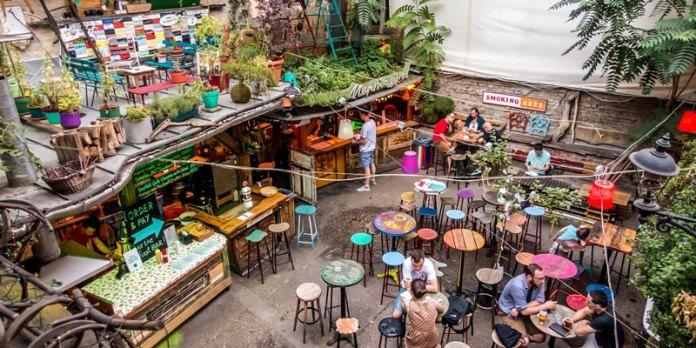 Ruin Bars em Budapeste foto