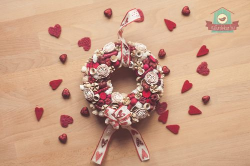 Romantikus kopogtató a szerelem színeiben