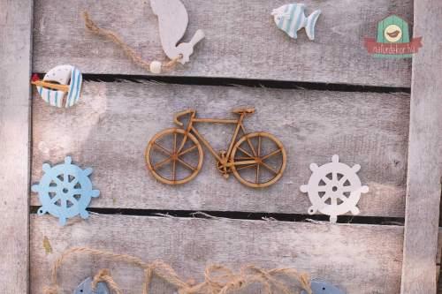 Fából készült bicikli