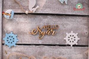 Fából készült Hello Nyár felirat
