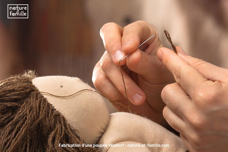 Fabrication d'une poupée Waldorf nature-et-famille