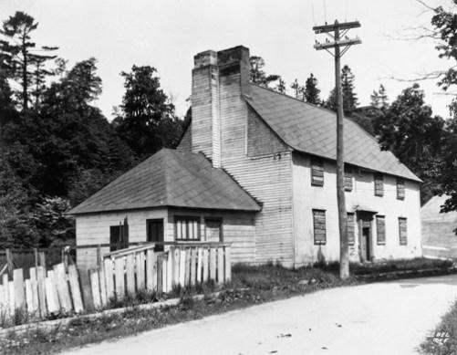 La Maison des Jésuites de Sillery. Photographie Thaddée Lebel, avant 1947, Archives de la Ville de Québec, N017997.