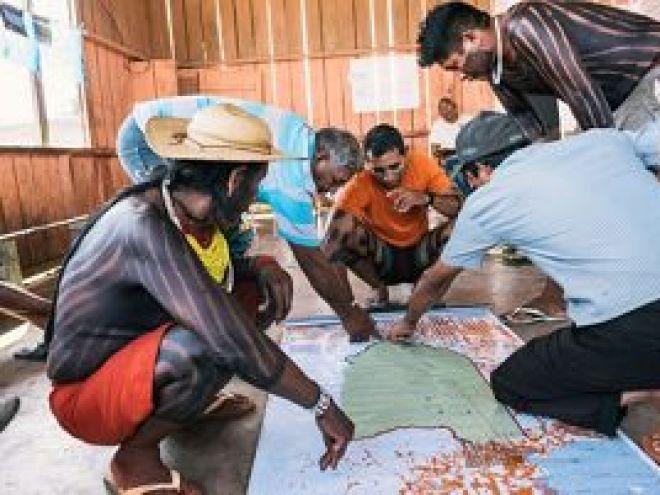 Lideranças do povo Xikrin em assembleia na aldeia Pot-Kro, na Terra Indígena Trincheira-Bacajá, para construção do PGTA.