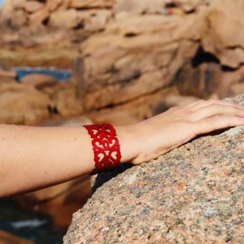 Bracelet cuir rouge motif baroque