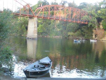 fishermen, boat, Fair Oaks Bridge, water, morning, salmon