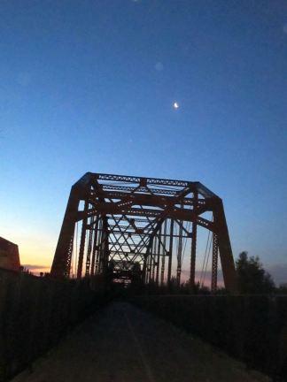 moon, morning, darkness, light, wildlife, dawn, Fair Oaks Bridge,
