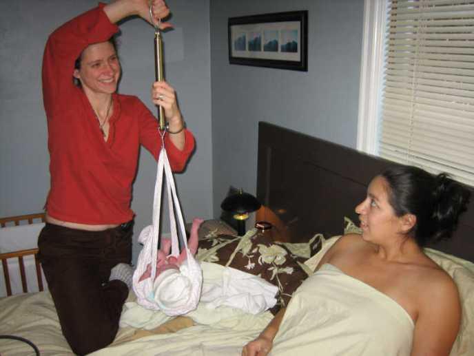 le dispositif PRADO offre aux femmes enceintes une visite de leur sage-femme quand elles rentrent à la maison après leur accouchement